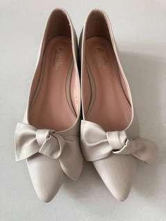 Brand new white flat shoes