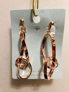 🚚 玫瑰金 紐結夾式耳環