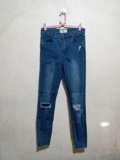 Jenna Knee Ripped Skinny Jeans