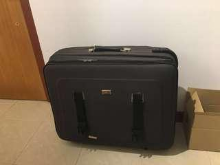 luggage carrier 行李箱 suitcase