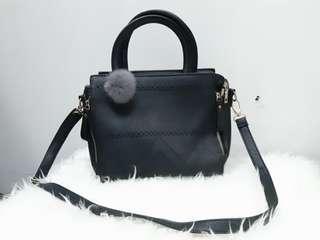 @vemmeshop Tresa Black Sling Bag