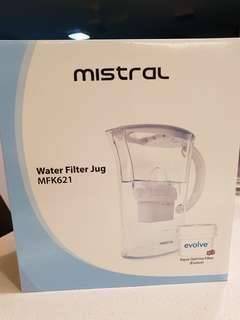 Mistral 2L water filter jug