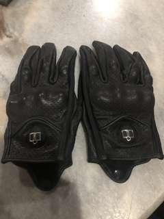 Motorcycle glove leather icon