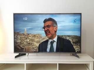 LG 47 CINEMA 3D Smart TV with webOS