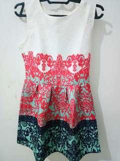 Dress putih corak
