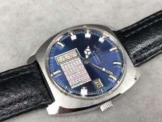 德國Apex星期日曆自動上弦男庒手表。 二手價$1800 原庒藍色面。German made。星期日期配對盤。 表身直徑35mm.X40mm不包括表霸的量度。 原庒表的。 塑膠上蓋。 原庒自動機芯,功能正常。 非原庒全新皮表帶,非原庒扣 冇盒冇紙。 有意可PM。
