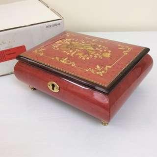 Rodi Music Box Switzerland 上鍊音樂盒 首飾盒 紅色 瑞士製 連鎖及鎖匙 (音樂:Edelweiss) 全新