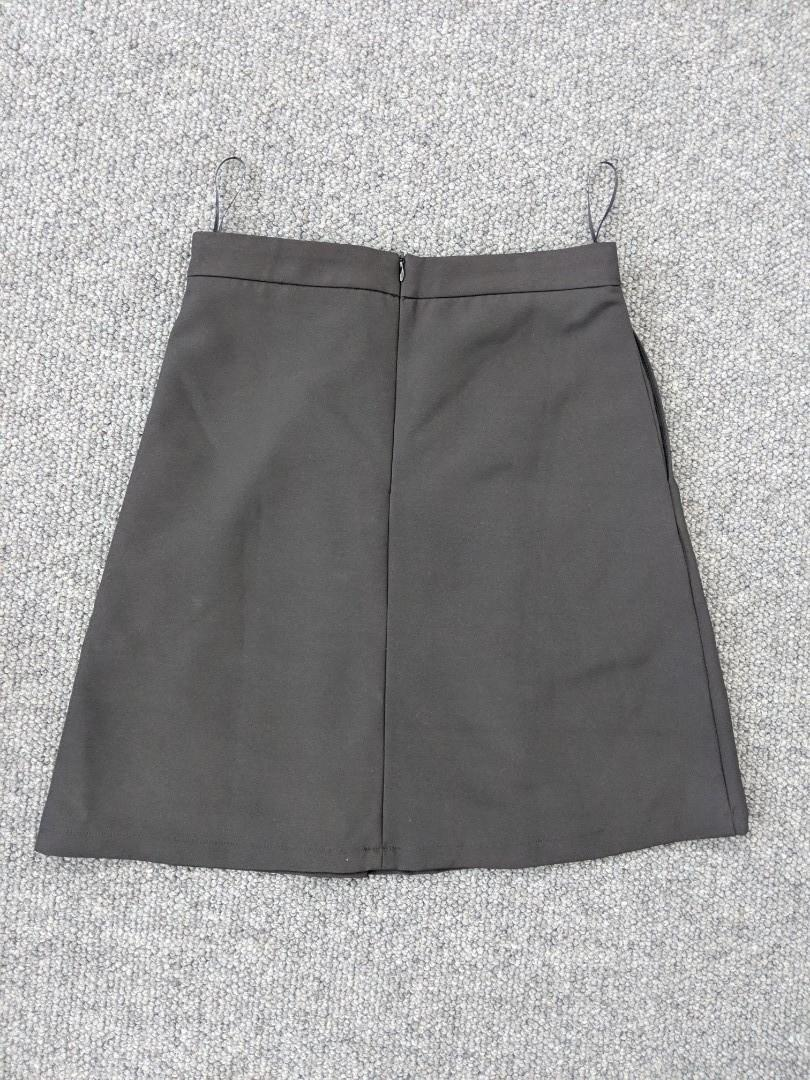 Black a-line skirt with gold buttons and pockets - size S