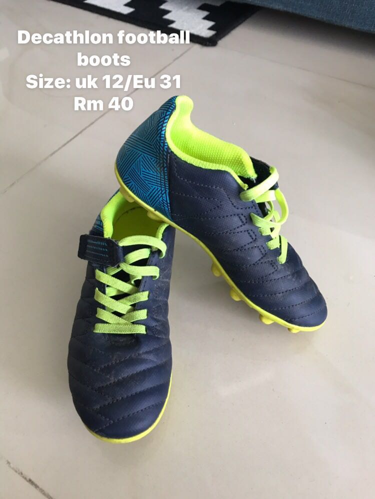 uk availability 40bf5 9852a Decathlon football boots for Kids - preloved