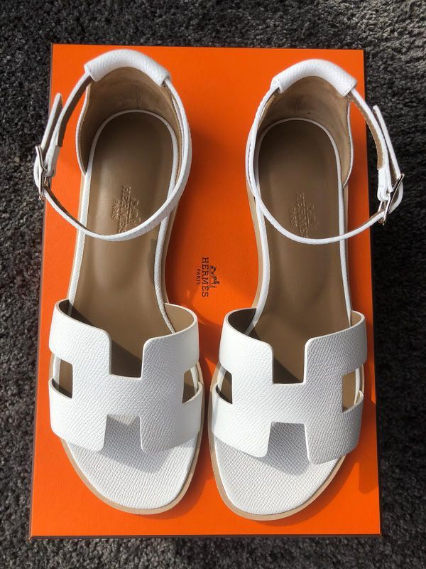 cc1f9cb6b7f4 Hermes Santori Sandals 36 White Epsom full set with copy of receipt, Women's  Fashion, Shoes, Flats & Sandals on Carousell