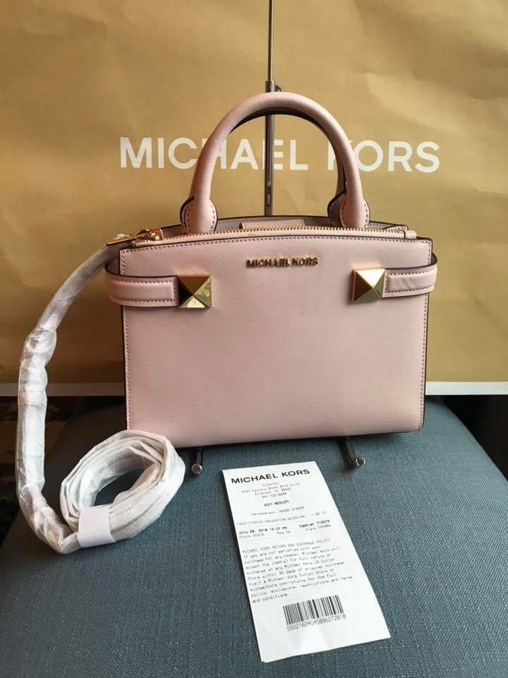 c6626d2bd2b8 Michael Kors Karla Small Bag, Luxury, Bags & Wallets on Carousell