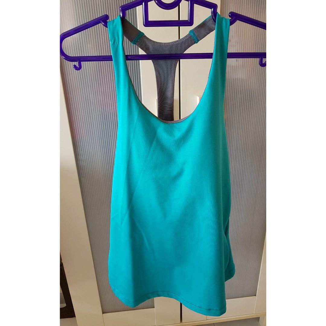 0cd2b41272d Nike singlet top with build-in bra