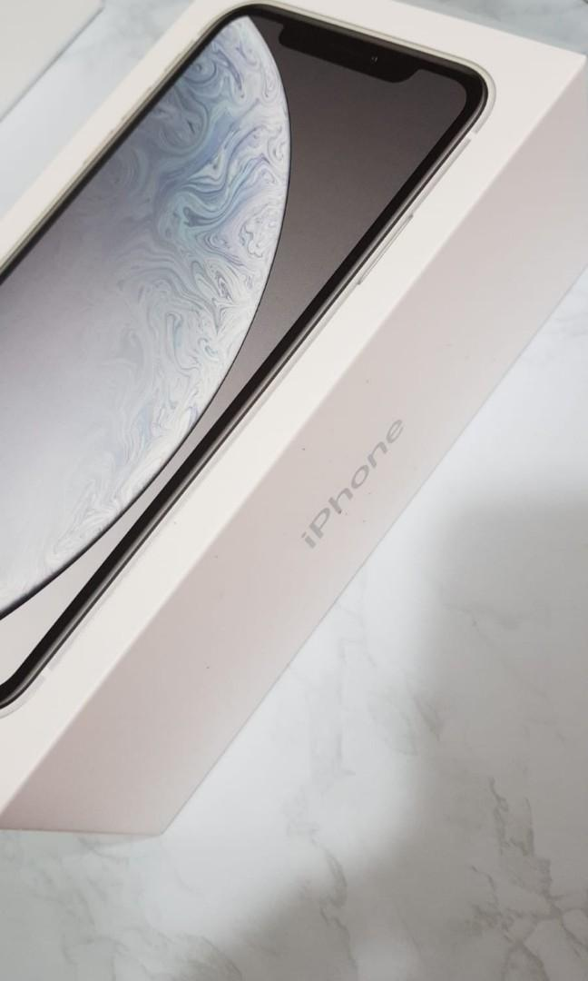 Selling iphone xr 128gb white bnib
