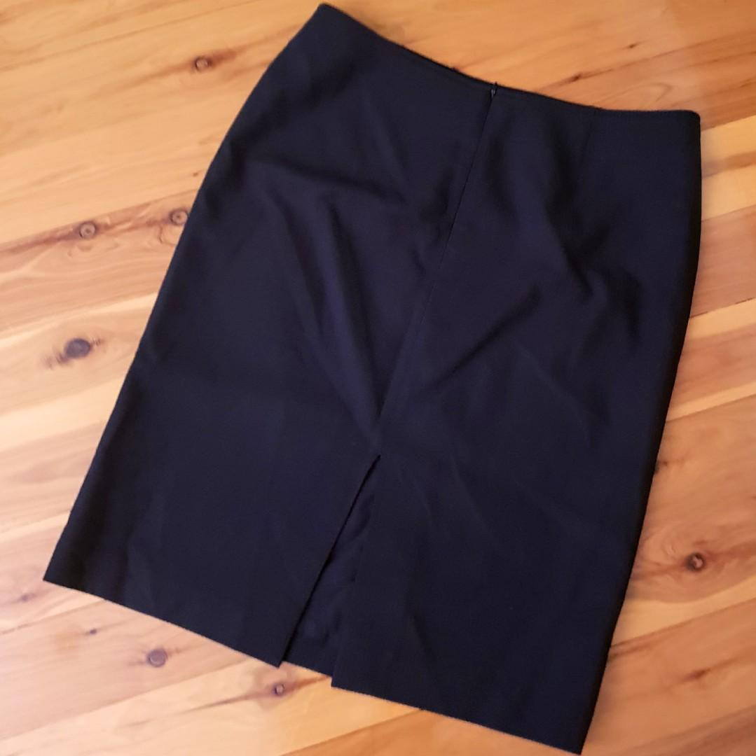 Women's size 10 'COUNTRY ROAD' Gorgeous black office skirt, fully lined - AS NEW