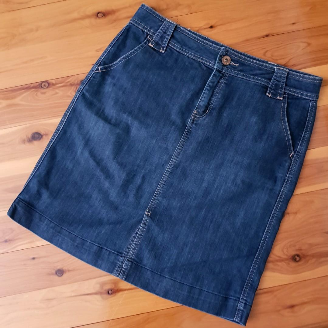 Women's size 12 'JAG' Gorgeous denim skirt with front slit - AS NEW
