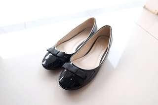 Velvet Black Patent Flat Shoes