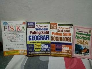 Buku variasi soal soal(geografi dan sosiologi) dan buku materi (fisika) dan kamus super lengkap ekonomi