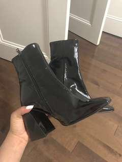 Leather FASHION HEELS, SIZE 6.5