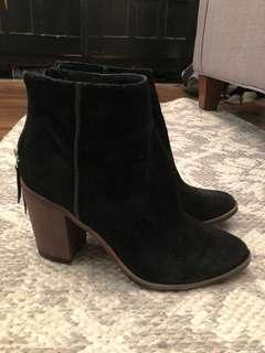 Like new women's Aldo suede booties size 7