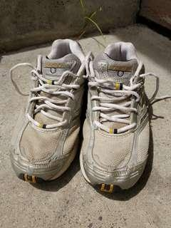 Men's runners size 8
