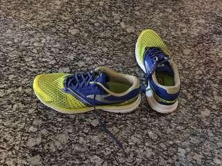 Brooks Running Shoes Size US13