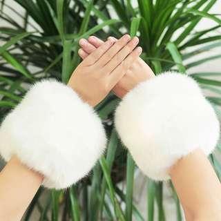 🚚 全新白色毛茸茸保暖毛毛袖套手套仿兔毛手圈防風皮草絨毛袖口仿兔毛袖套
