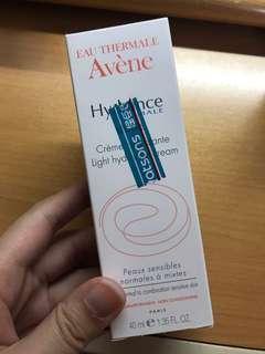 全新 Avene Hydrance Light Hydrating Cream 高效鎖水輕盈保濕霜