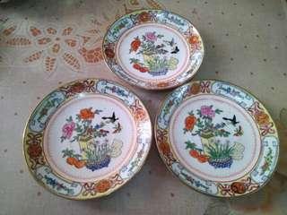 中國廣彩六吋寬瓷碟3隻,有歲月留痕,完美主義者勿入。