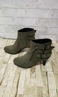 🚚 全新。FL麂皮短靴
