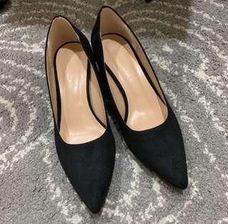 🚚 《全新》氣質麂皮尖頭黑色粗跟鞋