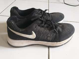 Sepatu Lari Wanita