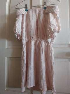 🚚 粉色 露肩 條文 連身裙