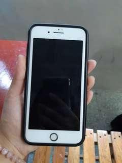 急售!!I Phone 8 Plus 64g金色(保固中)在送10個手機殼(不接受換物)