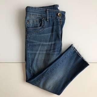 Knee length maong jeans