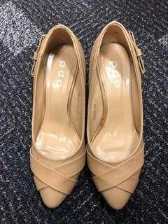 杏色蝴蝶高踭鞋