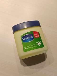 Vaseline Aloe Fresh 240ml (Besar)