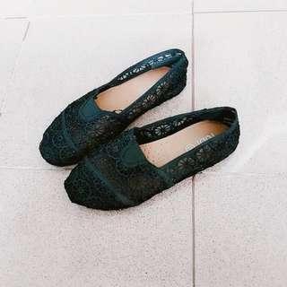 🚚 Preloved Black Rubi Floral Lace Tom Shoes