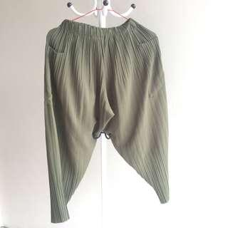 Celana panjang pleated