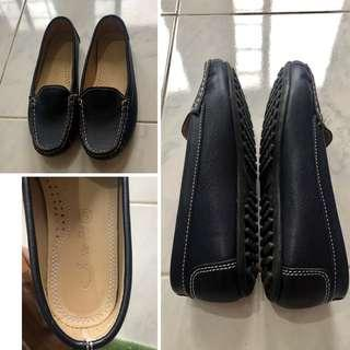Leather Driving shoes almsot new Size 7