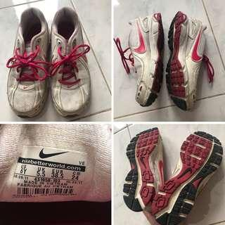 Original Nike Running shoes barely used size 7