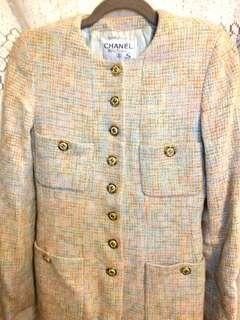 Chanel Jacket 100% Authentic.  Size S.  胸圍34 寸。  褸長 27 寸。