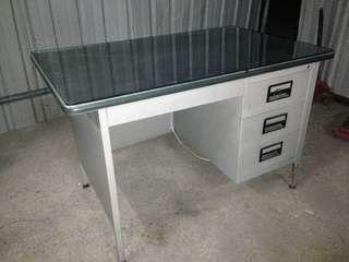 Workshop metal table