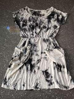 Black and white marbled pattern dress with side pockets
