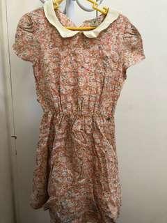 Peter pan-collared floral dress