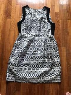 Abstract print dress - Fits L XL XXL