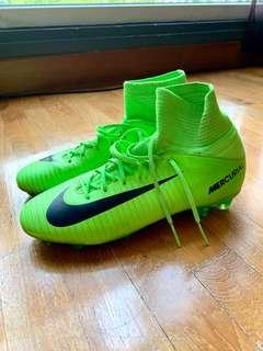 Kids' Size 5.5Y Nike Mercurial Superfly V Soccer Boots