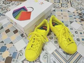 🚚 限量Adidas originals Pharrell Williams Supercolour Bright yellow 愛迪達 鞋 全新 黃色