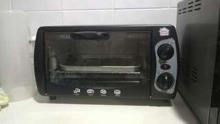 Oven Toaster Maintained Clean