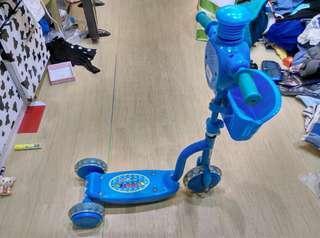 三輪滑板車