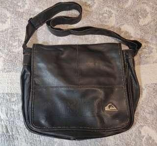 Quiksilver messenger bag 斜孭袋